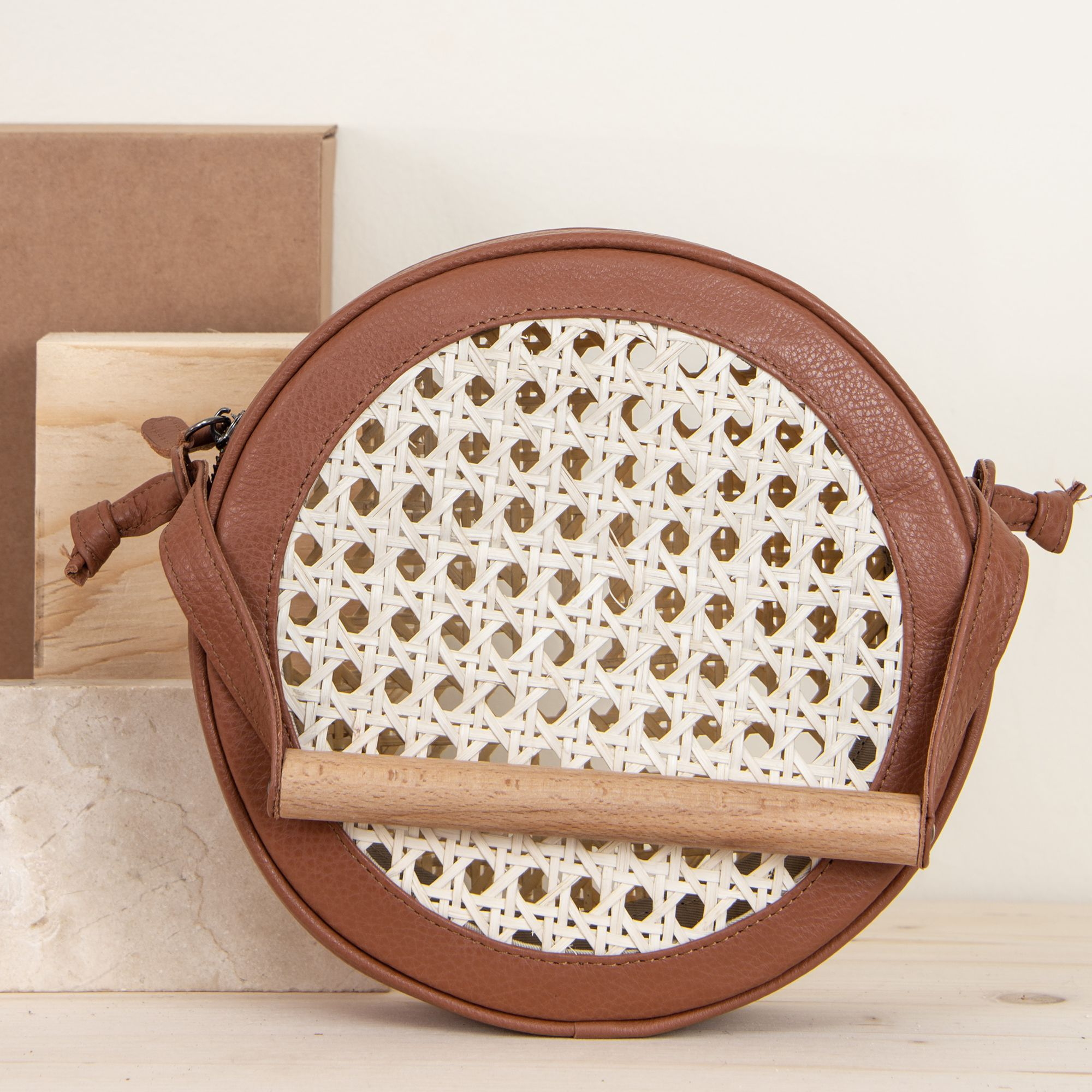 MERAKI Flaneur Clutch Earthy Brown & Straw